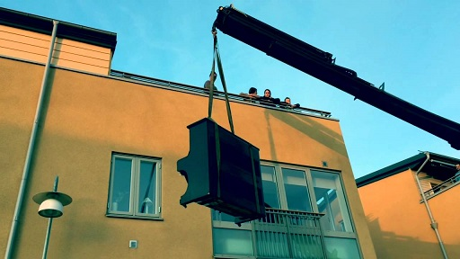 Billig Pianoflytt Göteborg bär alla pianon på två man.